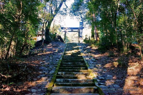 村所八幡神社 参道石段