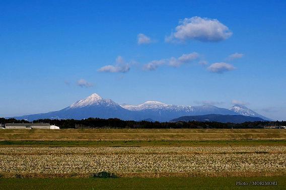 冠雪した霧島連山 高千穂峰