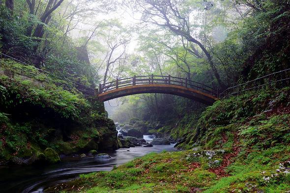 天安河原へ行く途中の太鼓橋(結界)