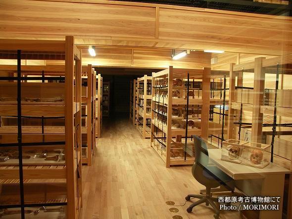 西都原考古博物館にて 収蔵庫