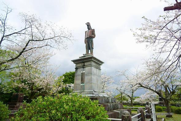 延岡市 城山 内藤政挙公の銅像