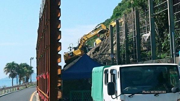 日南市宮浦の国道220号 崩落現場 片側交互通行