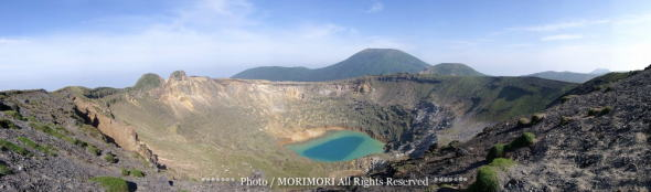 2011年のマグマ噴火前の新燃岳火口湖