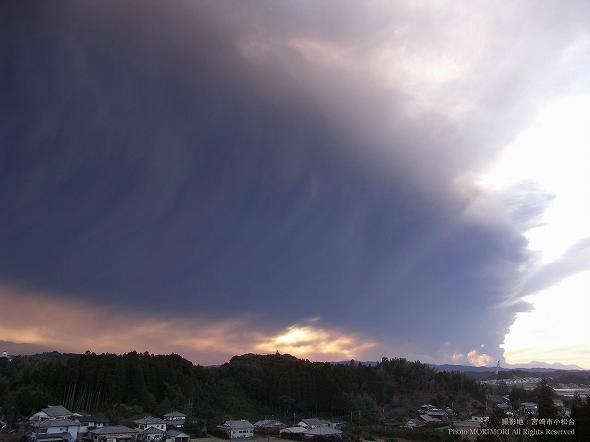 新燃岳噴火 2011年 宮崎市より撮影