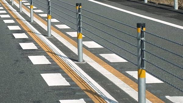 宮崎西IC〜西都IC 緩衝型のワイヤロープ式防護柵