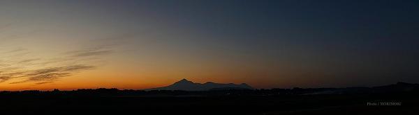 高千穂峰をはじめとする霧島連山の夕景