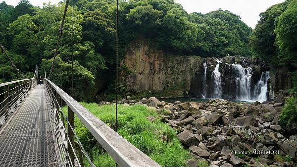 関之尾の滝(吊り橋袂付近にて)