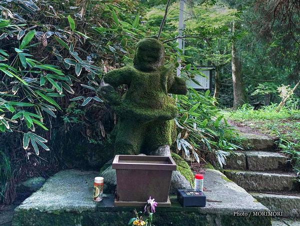 白鳥神社の阿(あ)形の仁王像