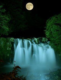 関之尾滝(満月はコラージュ)