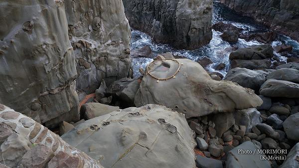 霊石亀石(亀石桝形岩)