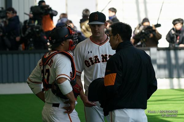 炭谷銀仁朗捕手 投手はヤングマン投手