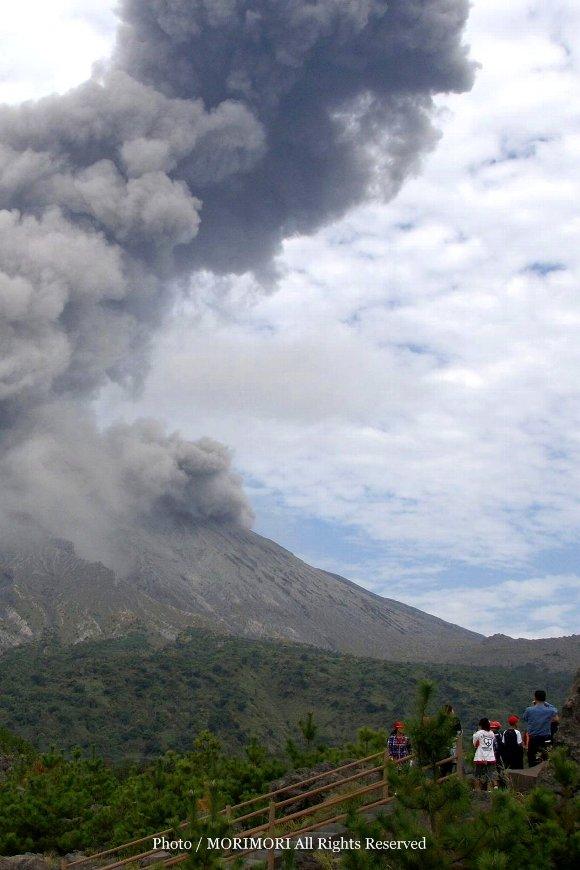 桜島の噴火 有村展望所にて