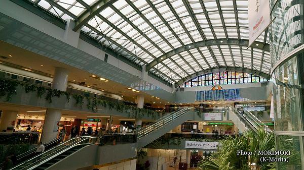 宮崎空港 藤城清治さん作、日向神話のステンドグラス