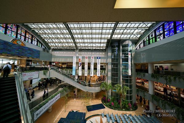 宮崎ブーゲンビリア空港 右側(南側)のステンドグラス