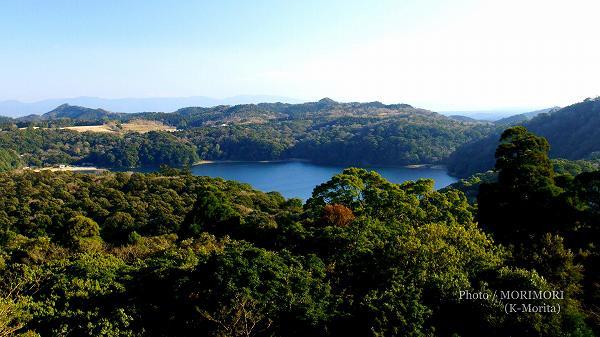 霧島東神社付近から見た御池