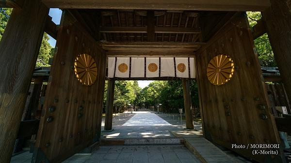 新緑の宮崎神宮 神門