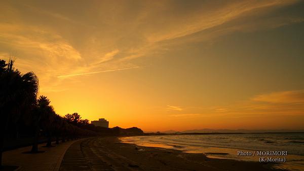 青島海岸の夕景