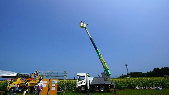 きゃべつ畑のひまわり祭 にて 高所作業車