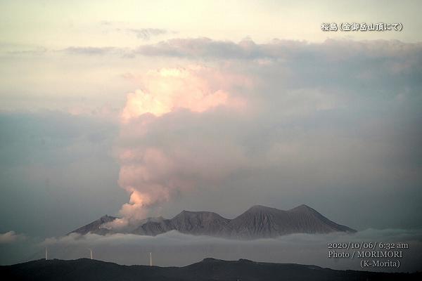 雲海に浮かぶ桜島 金御岳山頂にて