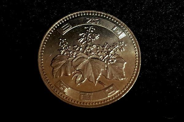 500円硬貨に描かれた桐