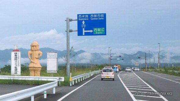 国道沿いの武人埴輪(西都市)