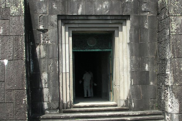 平和の塔 扉